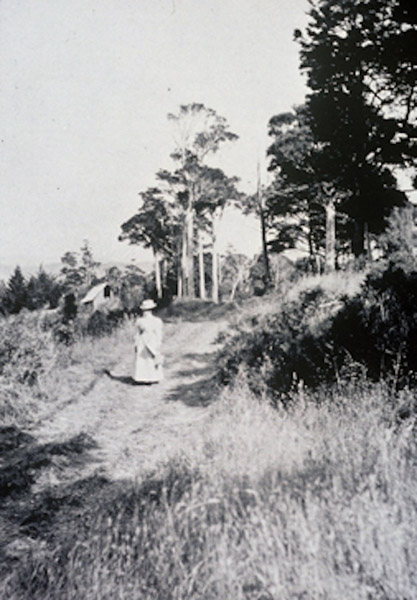 Frances Hodgkins at Silverstream 2. c1897 Alexander Turnbull Library